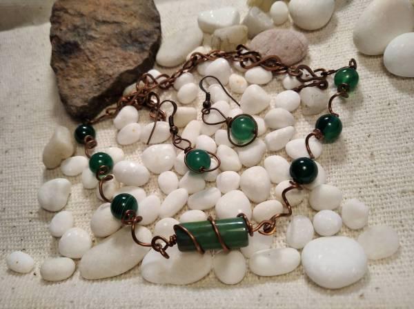 Réz zöld jáde kőves nyaklánc fülbevalóval.