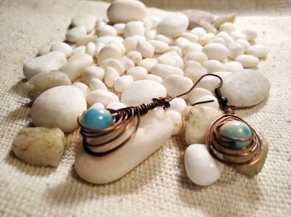Réz fülbevaló halszálka kék jáde kővel.