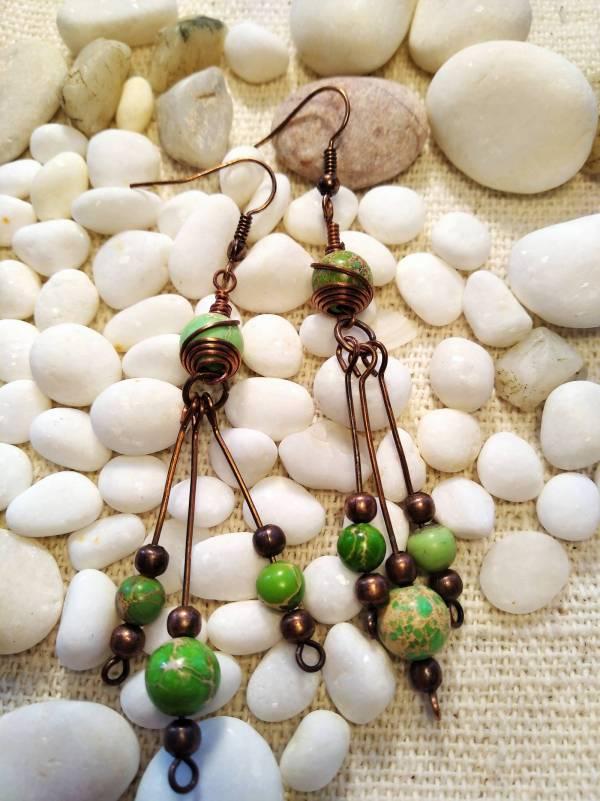 Csingi lingi mészzöld jáspis kővekkel.