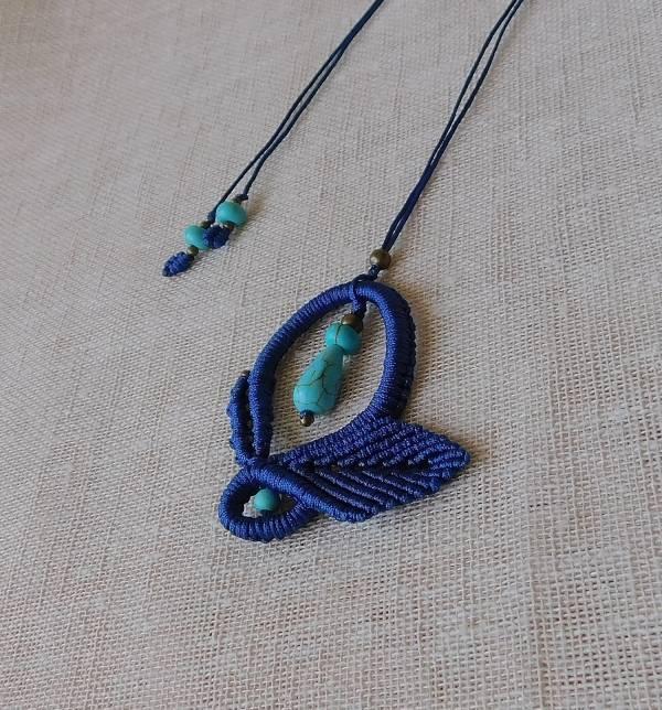 Kék nyakék türkiz ásvánnyal.