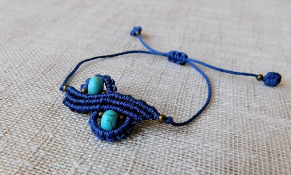 Kék karkötő türkiz ásvánnyal.
