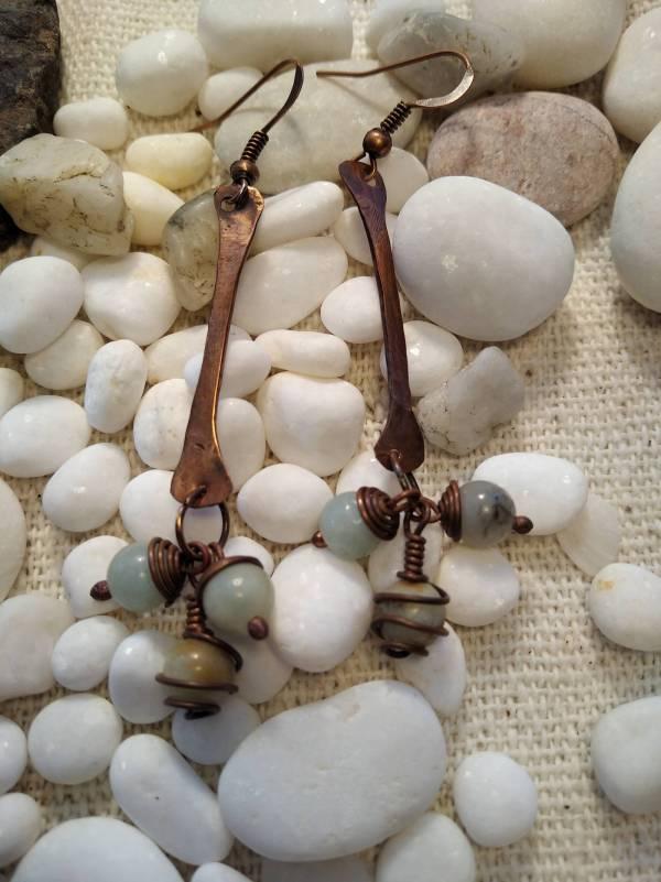 Bohó stilusú réz fülbevaló amazonit jáspis kővel.